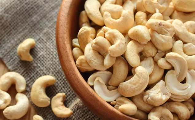 Castanha de Caju fruta: 35 benefícios, informação nutricional e malefícios