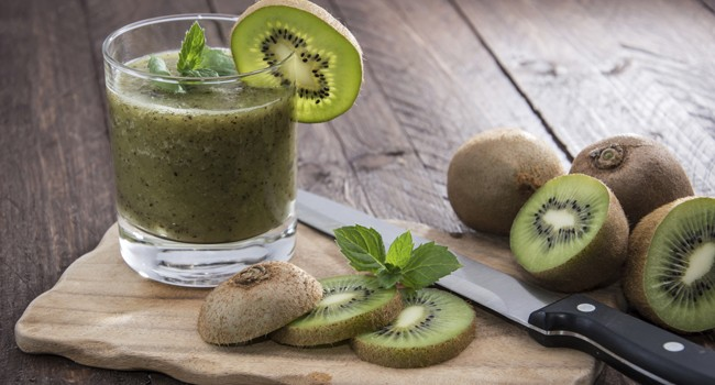 beneficios do suco de kiwi