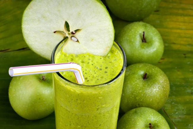 benefício do suco de maçã verde