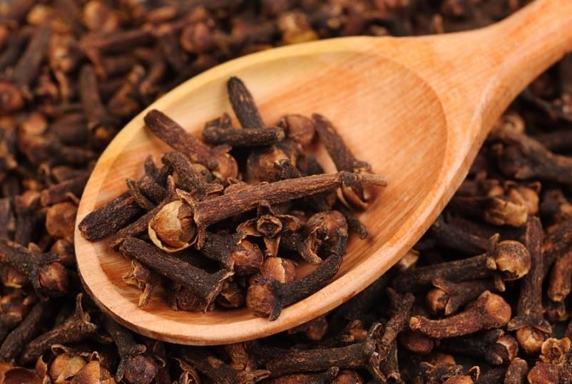 benefícios do óleo de cravo