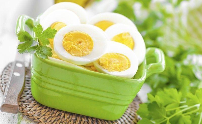 Ovo Cozido: 20 benefícios, informação nutricional e malefícios