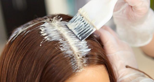banho de brilho com tinta no cabelo